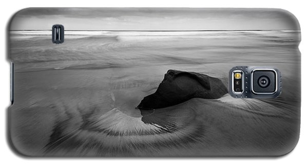 Galaxy S5 Case featuring the photograph They Are Calling You by Alexander Kunz