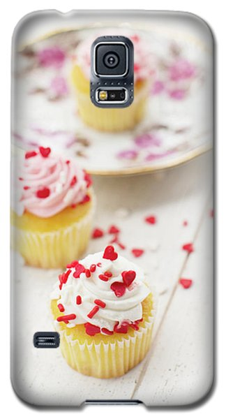 Galaxy S5 Case featuring the photograph Three Tiny Cupcakes by Rebecca Cozart