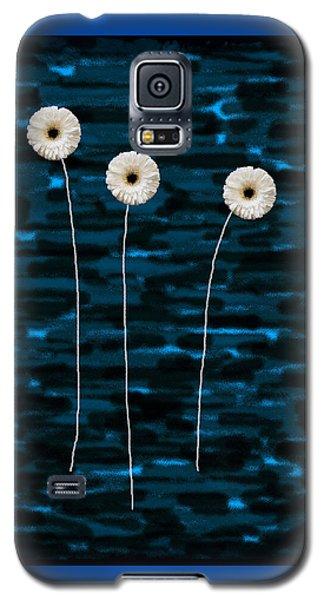 Three Whites On Camo Galaxy S5 Case by Ari Salmela