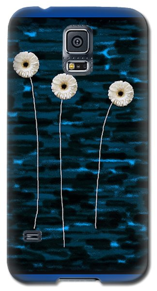 Three Whites On Camo Galaxy S5 Case