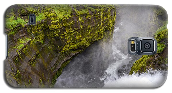 Thundering Icelandic Chasm On The Fimmvorduhals Trail Galaxy S5 Case