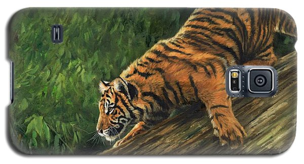 Galaxy S5 Case featuring the painting Tiger Descending Tree by David Stribbling