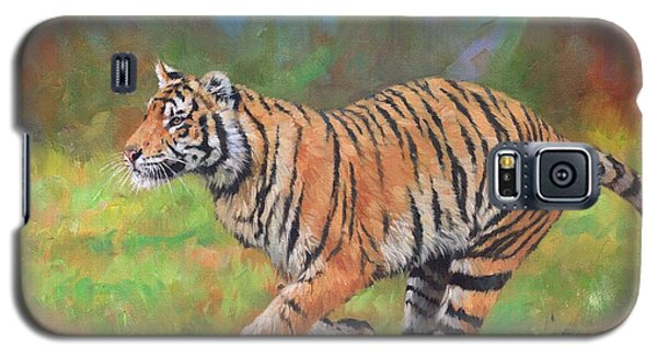 Galaxy S5 Case featuring the painting Tiger Running by David Stribbling