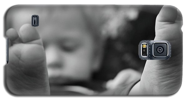 Galaxy S5 Case featuring the photograph Tiny Feet by Robert Meanor