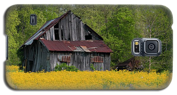 Galaxy S5 Case featuring the photograph Tired Indiana Barn - D010095 by Daniel Dempster