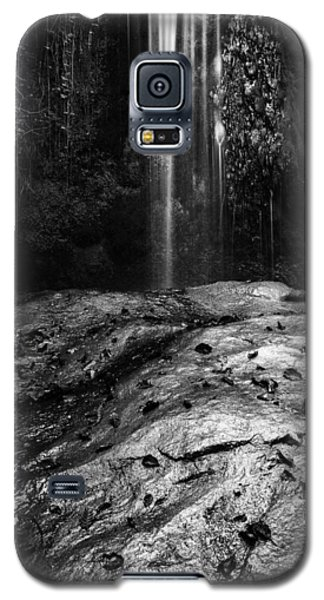 Galaxy S5 Case featuring the photograph To Fall by Yuri Santin