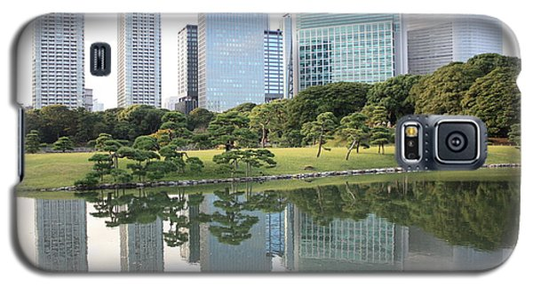 Tokyo Skyline Reflection Galaxy S5 Case by Carol Groenen
