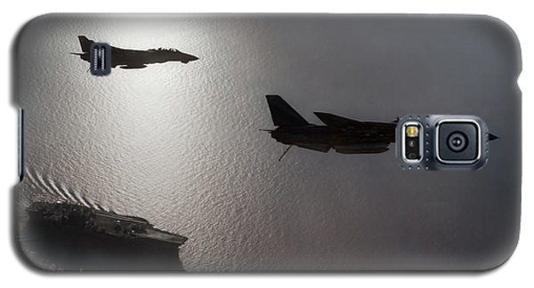 Galaxy S5 Case featuring the photograph Tomcat Silhouette  by Peter Chilelli
