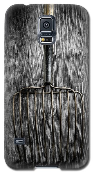 Galaxy S5 Case featuring the photograph Tools On Wood 25 On Bw by YoPedro
