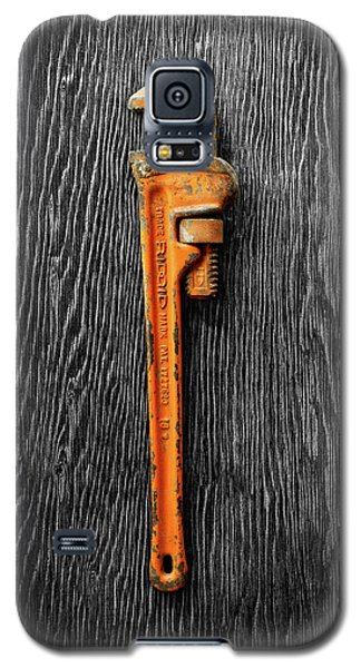 Galaxy S5 Case featuring the photograph Tools On Wood 60 On Bw by YoPedro
