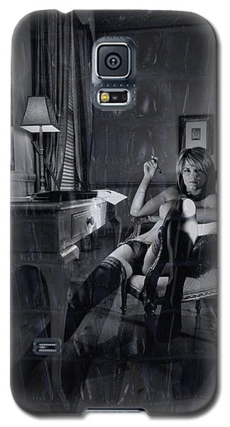Topless Girl Posing At Desk In Hotel Room Galaxy S5 Case by Michael Edwards