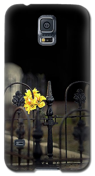 Galaxy S5 Case featuring the photograph Toujours Souvenu by Marion Cullen
