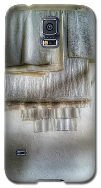 Towels And Sheets Galaxy S5 Case by Isabella F Abbie Shores FRSA