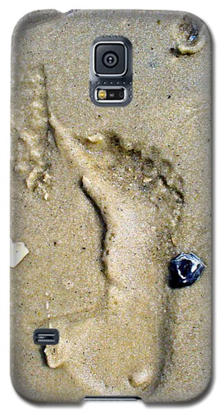 Galaxy S5 Case featuring the photograph Traces by Mary Sullivan