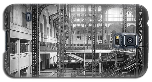 Track Level And Concourses Pennsylvania Station New York Galaxy S5 Case