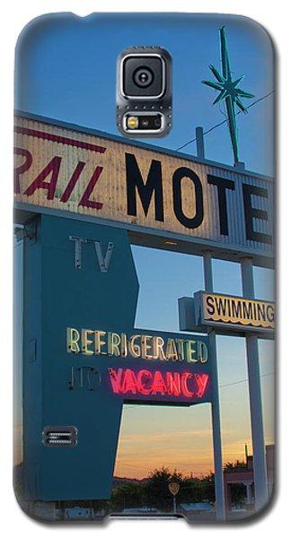 Trail Motel At Sunset Galaxy S5 Case by Matthew Bamberg