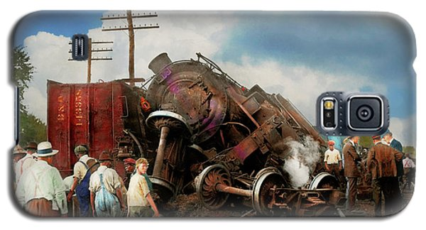 Galaxy S5 Case featuring the photograph Train - Accident - Butting Heads 1922 by Mike Savad