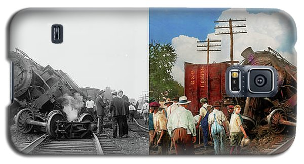 Galaxy S5 Case featuring the photograph Train - Accident - Butting Heads 1922 - Side By Side by Mike Savad