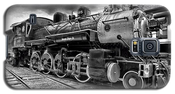 Train Galaxy S5 Case - Train - Steam Engine Locomotive 385 In Black And White by Paul Ward
