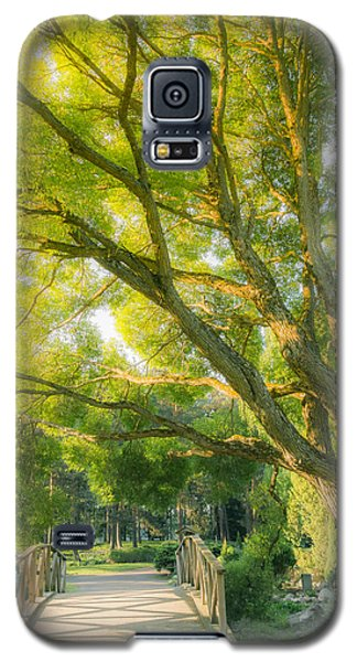 Galaxy S5 Case featuring the photograph Triage by Matti Ollikainen