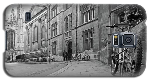 Galaxy S5 Case featuring the photograph Trinity Lane Clare College Great Hall In Black And White by Gill Billington