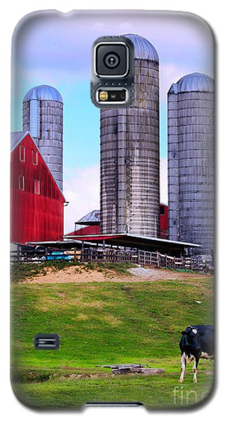 Galaxy S5 Case featuring the photograph Trio Of Silos by Polly Peacock