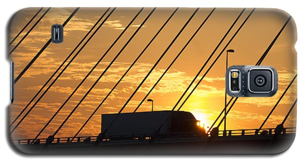 Truck Crossing The Mississippi River Galaxy S5 Case by Garry McMichael