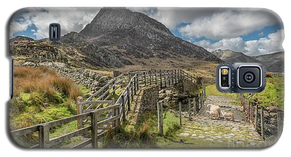 Galaxy S5 Case featuring the photograph Tryfan And The Ogwen Valley by Adrian Evans