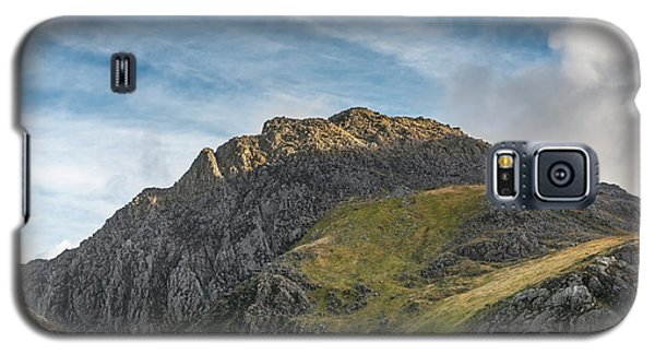 Galaxy S5 Case featuring the photograph Tryfan Snowdonia by Adrian Evans