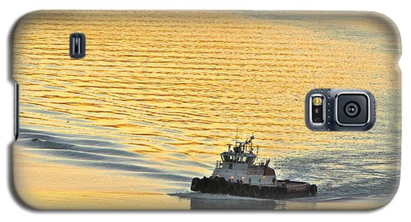 Tugboat At Sunset Galaxy S5 Case by Sean Griffin