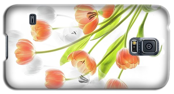 A Creative Presentation Of A Bouquet Of Tulips. Galaxy S5 Case