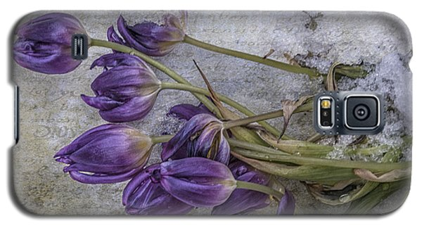 Galaxy S5 Case featuring the mixed media Tulips Frozen by Terry Rowe