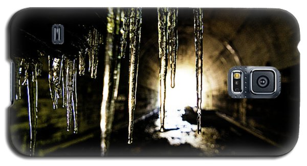 Dungeon Galaxy S5 Case - Tunnel Icicles by Pelo Blanco Photo