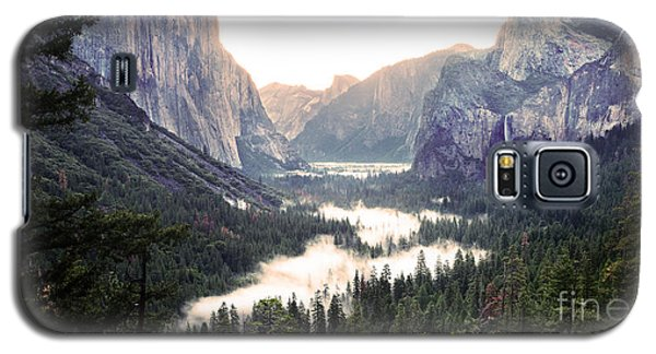 Tunnel View At Dawn In Yosemite National Park Galaxy S5 Case by MaryJane Armstrong