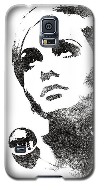 Twiggy Bw Portrait Galaxy S5 Case by Mihaela Pater