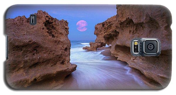 Twilight Moon Rising Over Hutchinson Island Beach Rocks Galaxy S5 Case by Justin Kelefas
