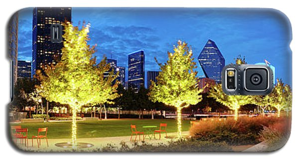 Twilight Panorama Of Klyde Warren Park And Downtown Dallas Skyline - North Texas Galaxy S5 Case