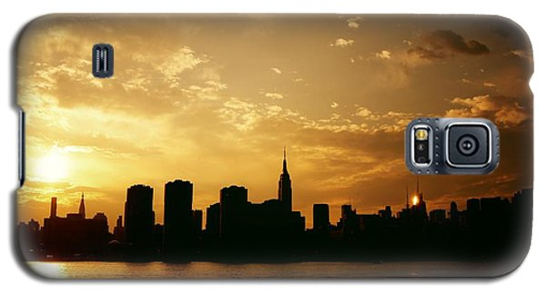 City Sunset Galaxy S5 Case - Two Suns - The New York City Skyline In Silhouette At Sunset by Vivienne Gucwa