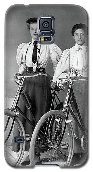 Two Young Ladies With Their Bicycles Circa 1895 Galaxy S5 Case