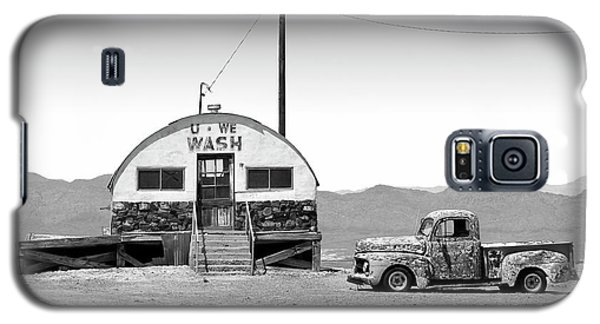 Galaxy S5 Case featuring the photograph U - We Wash - Death Valley by Mike McGlothlen