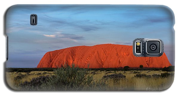 Galaxy S5 Case featuring the photograph Uluru Sunset 03 by Werner Padarin
