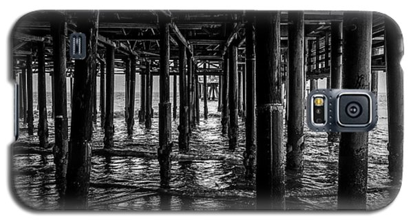 Under The Pier - Black And White Galaxy S5 Case