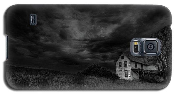 Under Threatening Skies Galaxy S5 Case