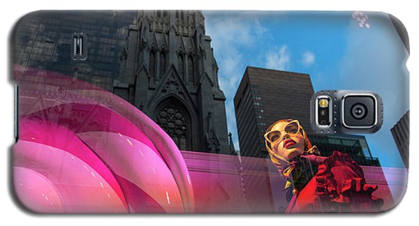 Galaxy S5 Case featuring the photograph Unimpressed In New York by Alex Lapidus