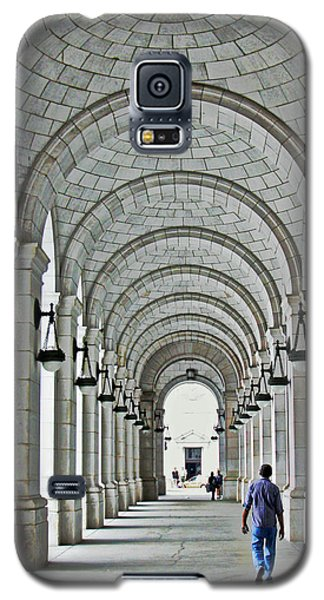 Galaxy S5 Case featuring the photograph Union Station Exterior Archway by Suzanne Stout