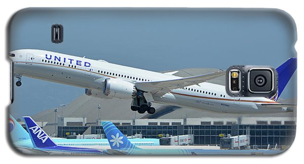 Galaxy S5 Case featuring the photograph United Boeing 787-9 N27965 Los Angeles International Airport May 3 2016 by Brian Lockett