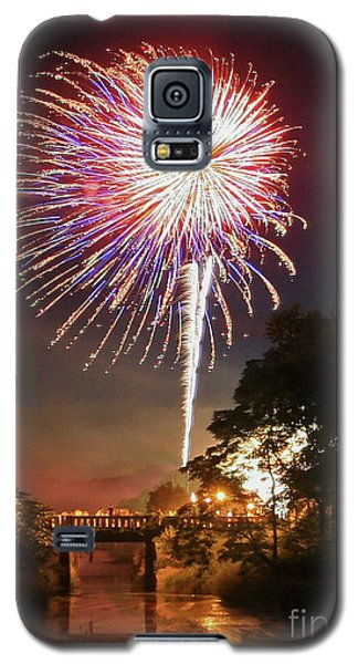 Galaxy S5 Case featuring the photograph Utica Fireworks by Paula Guttilla