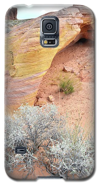 Galaxy S5 Case featuring the photograph Valley Of Fire Arch Of Color by Ray Mathis