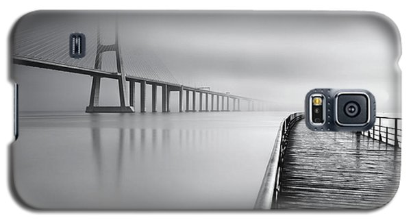 Galaxy S5 Case featuring the photograph Vanishing by Jorge Maia