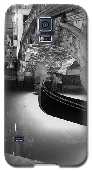 Galaxy S5 Case featuring the photograph Venetian Daily Scene by Yuri Santin